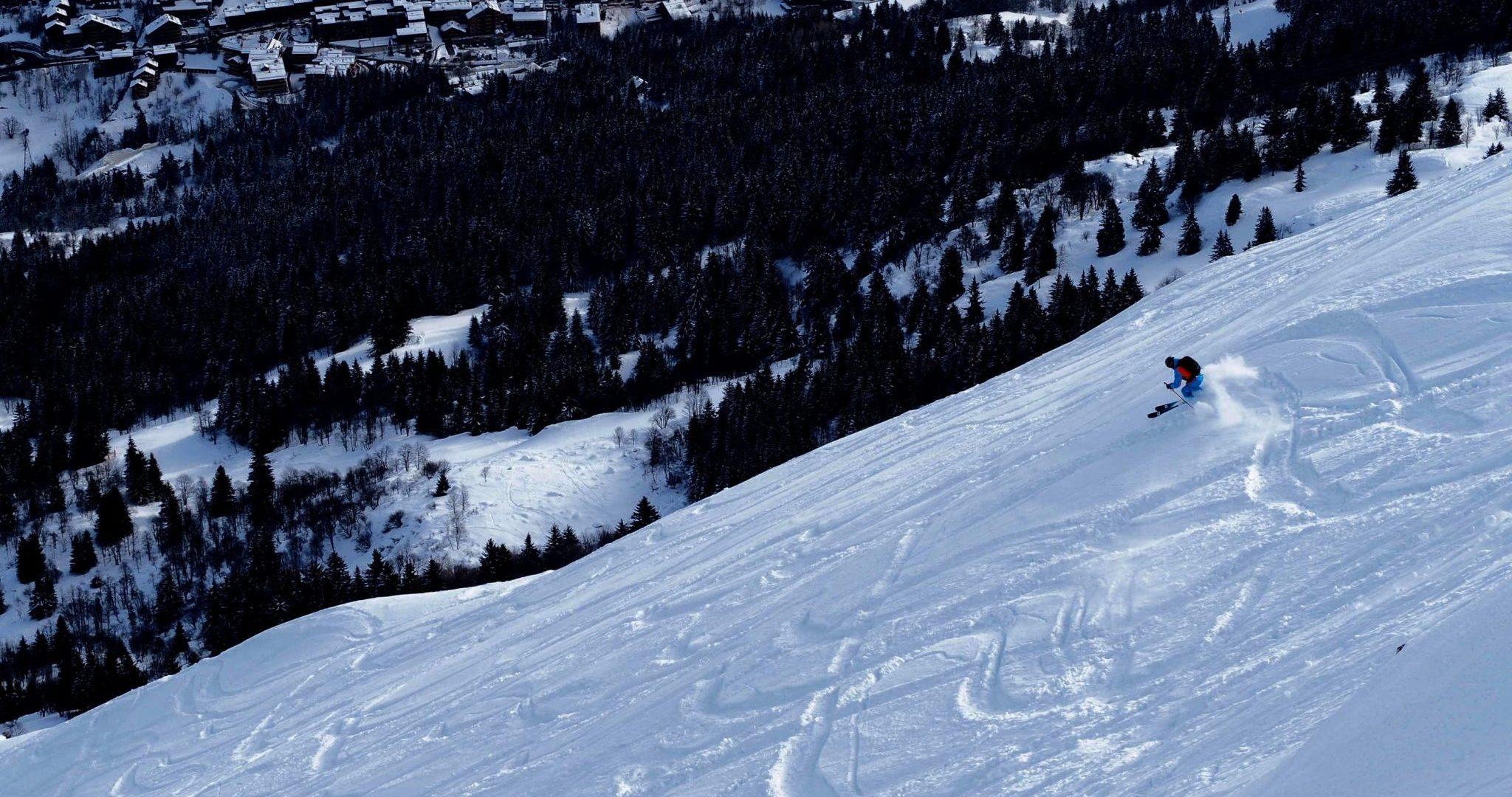 personne en train de skier